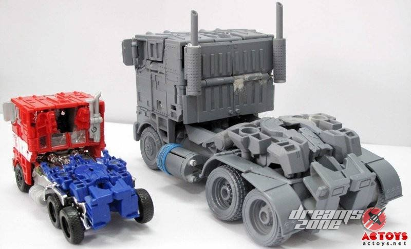 [Wei Jiang] KO - M01, M02, etc. - Basé sur les Films TF 3rd-Party-Over-Size-Evasion-Optimus-Prime-11